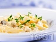 Рецепта Паста макарони с пиле, гъби, сметана и мащерка